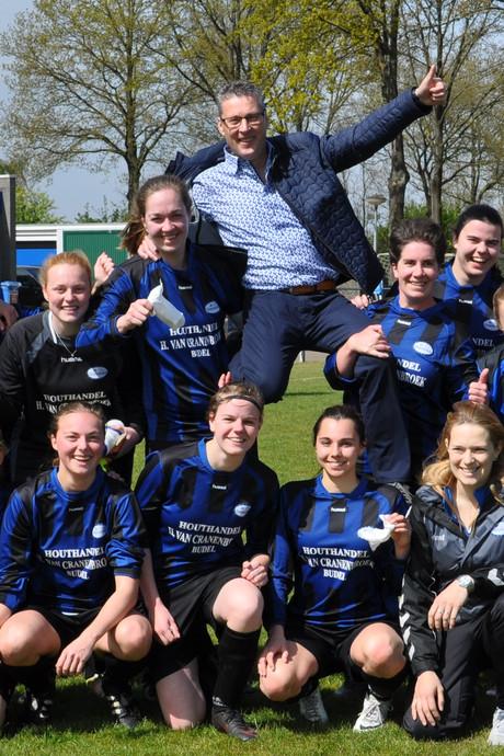 Afscheid Paul Ras als trainer damesteam FC Cranendonck: 'Een gedreven trainer, die ons echt heeft leren voetballen'