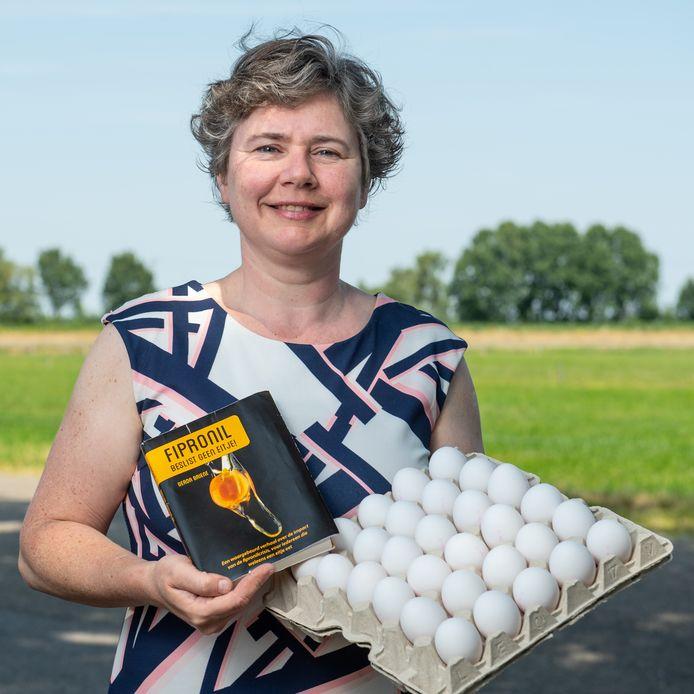 De Wierdense Boerin Gerda Briene schreef een boek over de fipronilcrisis die haar bedrijf trof.