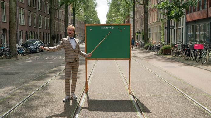 Het taalniveau van de Nederlanders lijkt steeds meer achteruit te gaan. Quinten Popma gaat voor het nieuwe online programma Straat Wijs de straat op om onze taalkennis te peilen