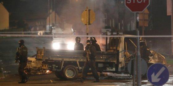 Europese Commissie veroordeelt 'terroristisch incident' Noord-Ierland waarbij journaliste overleed