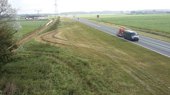 De Maas en Waalweg oostwaarts na het 'sinusmaaien'.