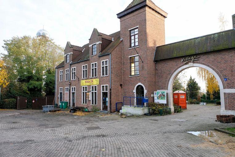 De verloederde gebouwen van Bruparck Village maken plaats voor de groene esplanade.