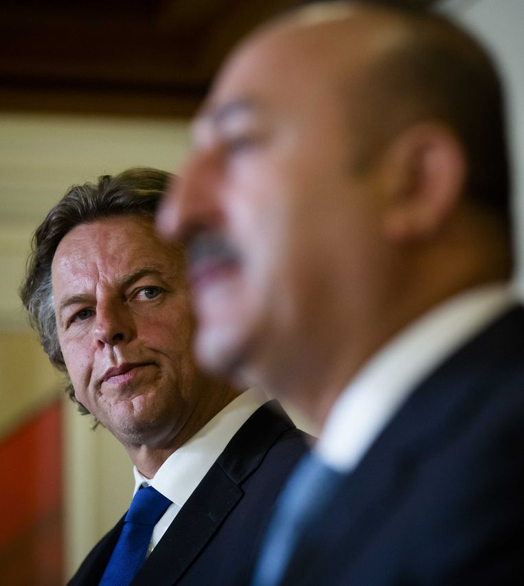 Minister Koenders en zijn Turkse ambtgenoot Mevlut Cavusoglu. Beeld ANP