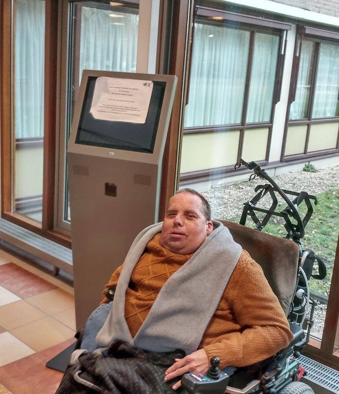 Een taaie, zelfredzaamheid is hem alles.  De laatste strijd van Willy-Jan Geerts richt zich op de aanmeldzuilen van het Elisabeth Ziekenhuis die op sta-hoogte zijn gemaakt.