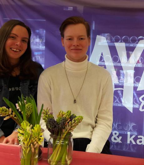 Studenten verkopen hyacinten voor jongeren met kanker op MBO Velp: 'Ik ben wel bang om het te krijgen'