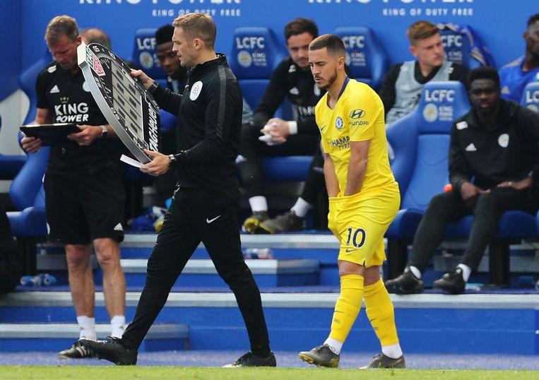 Eden Hazard viel zondag in zijn laatste Premier League-match pas in minuut 69 in op Leicester.