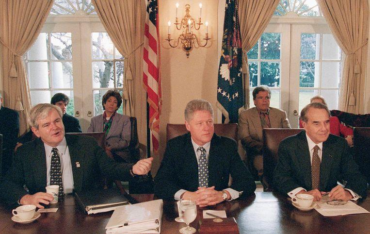President Bill Clinton op oudejaarsdag 1995, steggelend met de Republikeinen over de begroting. Beeld ap