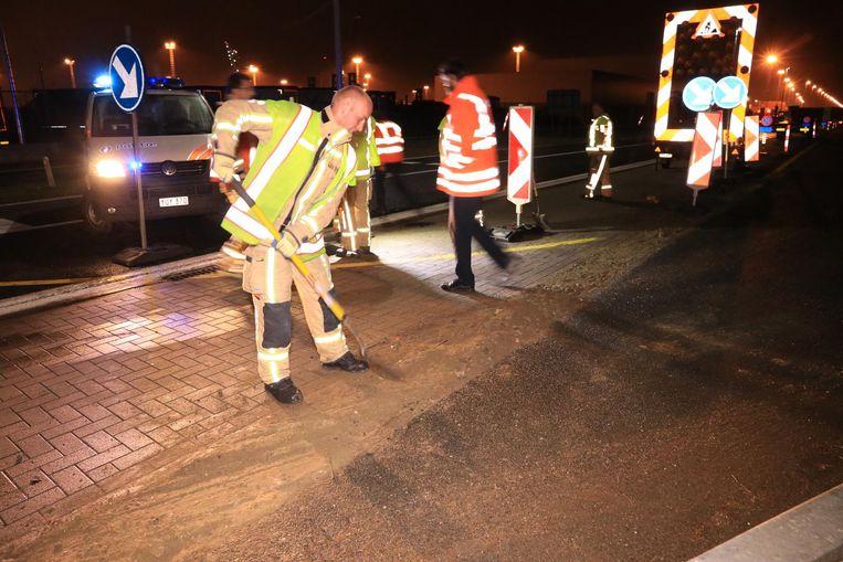 De brandweer kwam ter plaatse om de diepe put op te vullen met zand en keien.