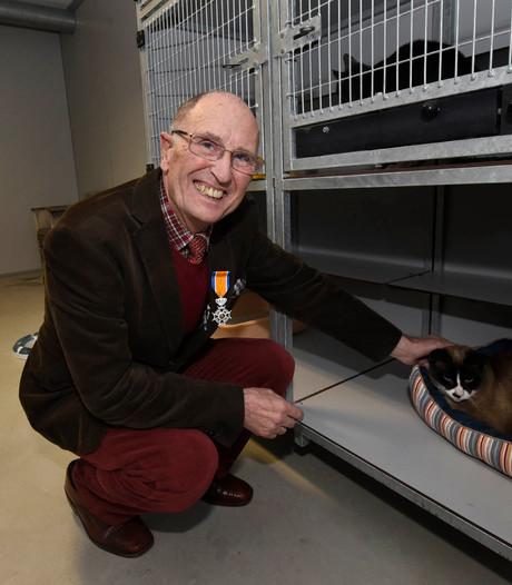 Dierenliefhebber Bremer krijgt lintje van burgemeester Molkenboer