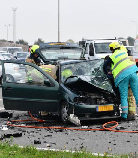 Twee gewonden bij zware botsing op A58 bij Oost-Souburg; file lost langzaam op