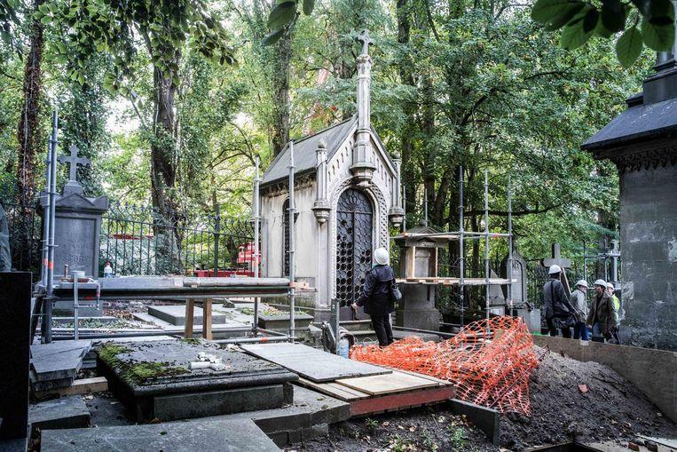 Op Campo Santo staan enkele monumentale graven die dringend aan restauratie toe zijn.