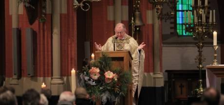 Omstreden priester Van Roosmalen invaller in kerken Geffen en Vinkel