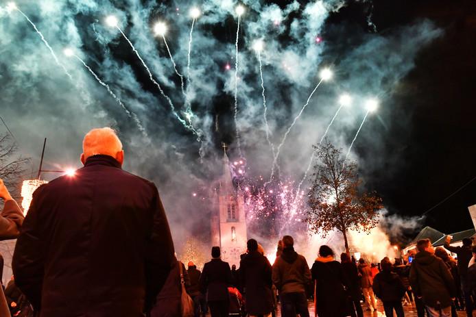 In Zuidoost-Brabant wordt verschillend gedacht over de invoering van een al dan niet beperkt vuurwerkverbod. Een centrale vuurwerkshow, zoals hier in Valkenswaard in 2018, wordt vaak genoemd als alternatief.