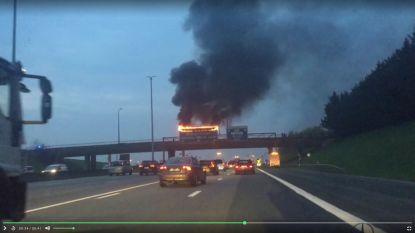 Signalisatiebord vat vuur op Brusselse Ring