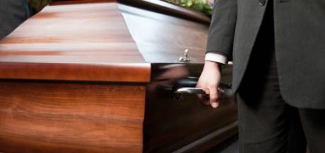 """Se rendre à l'enterrement d'un ami cher? """"Nous ne devons pas déroger à la règle"""""""