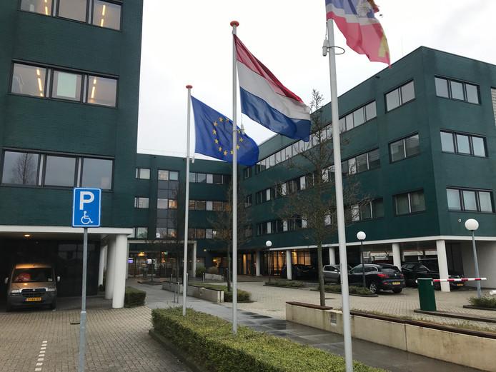 Het gemeentekantoor van Zaltbommel. De rechtervleugel staat momenteel leeg.