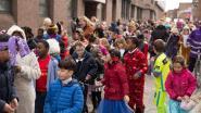 Basisscholen trekken door de straten