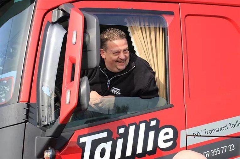 Kurt De Bouvre in zijn vrachtwagen.