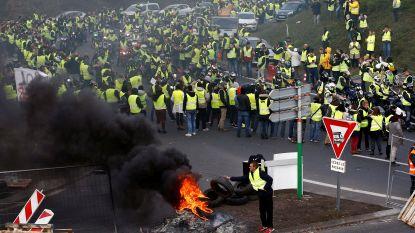 In totaal meer dan 400 gewonden bij blokkades tegen hoge brandstofprijzen in Frankrijk, ook vandaag voeren boze Fransen actie