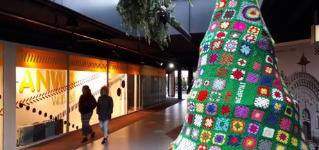 Klanten fourniturenwinkel Oss haken kerstbomen: 'Duizend lapjes, drie maanden werk'