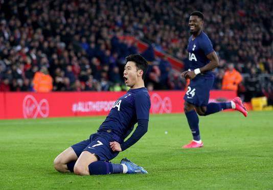 Heung-Min Son is uitzinnig van vreugde na zijn goal.