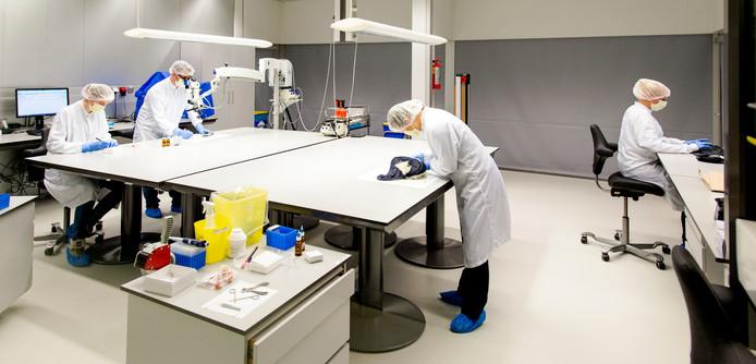 Een dna-laboratorium voor sporenonderzoek in het Nederlands Forensisch Instituut (NFI) in Den Haag.