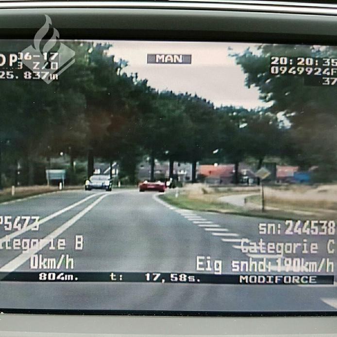 Politie vordert rijbewijs in van hardrijder