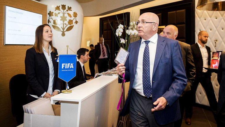 Michael van Praag, voorzitter van de KNVB en lid van het bestuur van de UEFA, in de lobby van het Kameha Grand hotel voor de UEFA bijeenkomst. Beeld anp