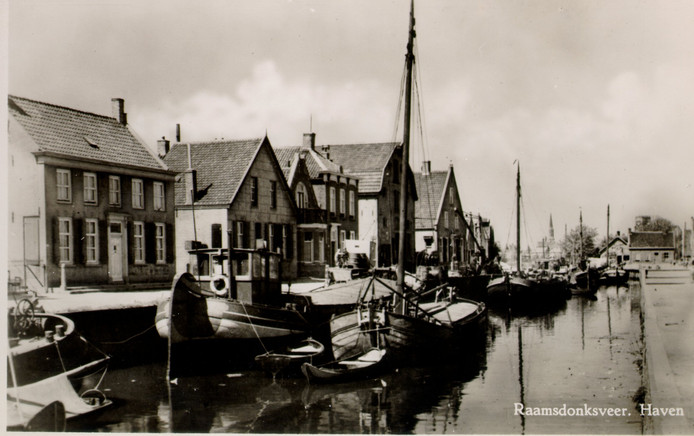 De Haven van Raamsdonksveer in 1948.