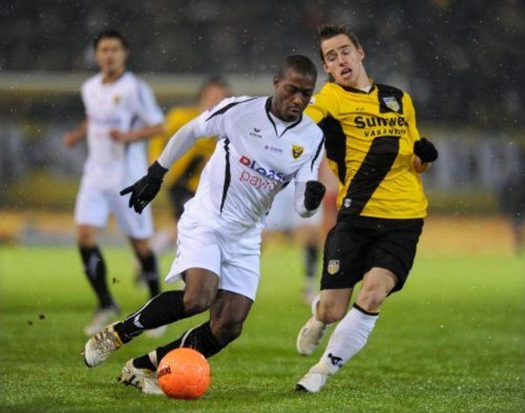 Ruben Schaken van VVV Venlo (links) in duel met Donny Gorter van NAC Breda. Foto ANP Beeld