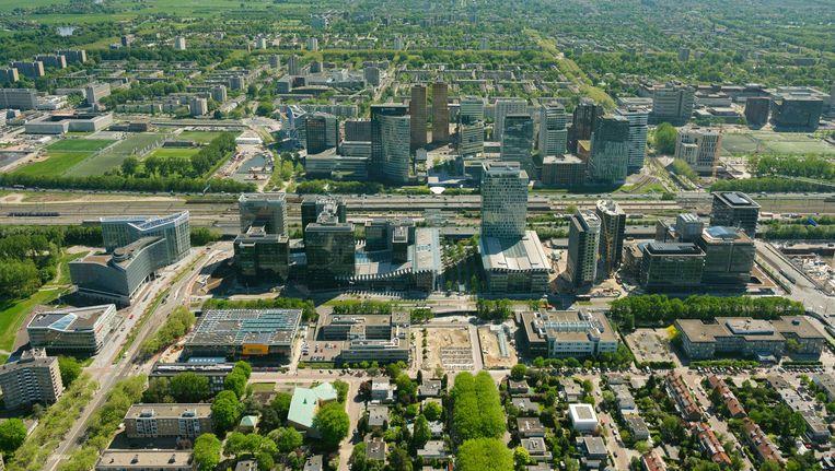 De Zuidas en daarachter Amstelveen. De verbouwing van de Zuidas en station Zuid belemmert verlenging van de metro naar Amstelveen. foto Beeld Marco van Middelkoop/HH