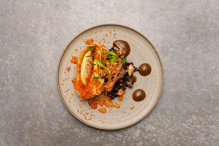 Kimchi, zwarte rijst en nashipeer.  Beeld Els Zweerink
