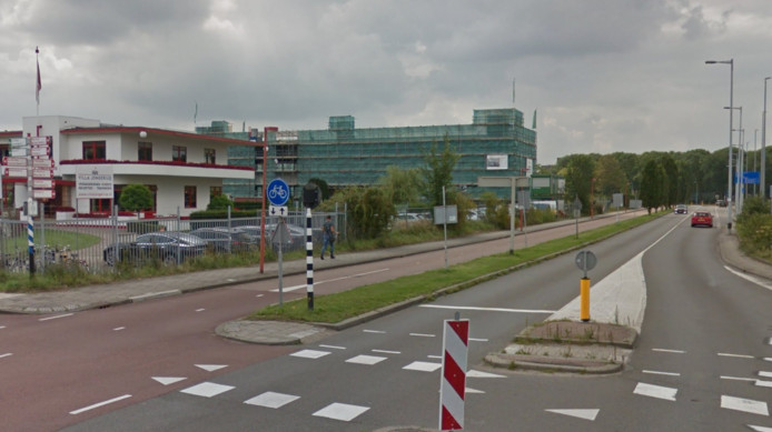 Het fietspad aan de Doctor M.A. Tellegenlaan in Utrecht, naast Villa Jongerius, wordt voor twee weken afgesloten.