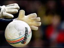Keeper van Trekvogels mag bij 11-0 een penalty nemen: nooit doen!