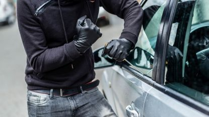 Boorddocumenten gestolen uit auto in Willem Van Doornyckstraat