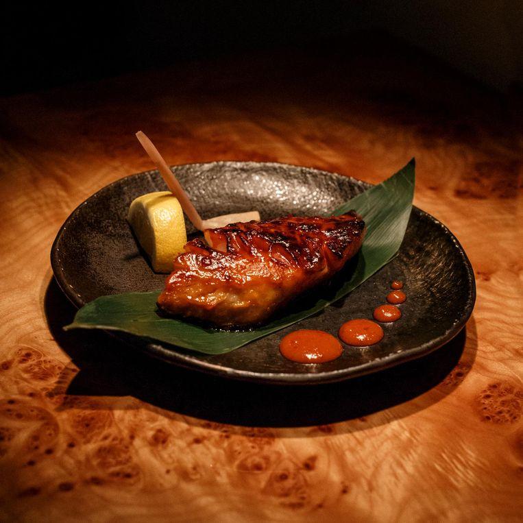Black cod with spicy miso van Momo Beeld Carly Wollaert