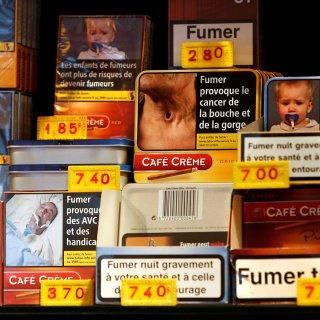 Man herkent op pakje sigaretten foto van zijn eigen onderlichaam na beenamputatie