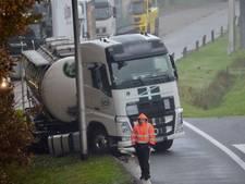 Tankwagen vast in berm A58, vertraging tussen Moergestel en Tilburg