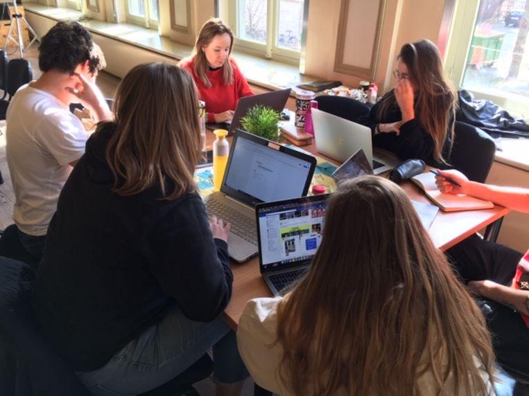 De studenten brainstormen over hun toekomstige campus aan de Brusselsepoortstraat.