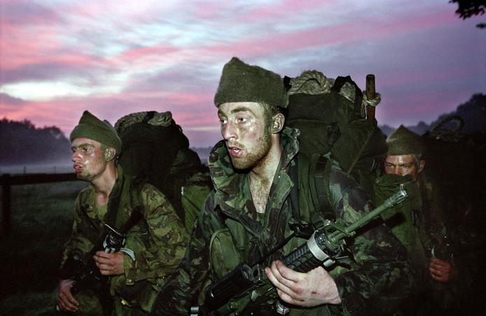 Oud-commando's lopen zaterdag 21 maart een mars van ongeveer 25 kilometer van Soesterberg naar Kamp Amersfoort.