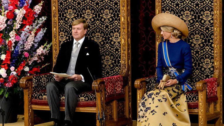 Koning Willem-Alexander leest, met aan zijn zijde koningin Maxima, de troonrede voor op Prinsjesdag aan leden van de Eerste en Tweede Kamer in de Ridderzaal. Beeld anp
