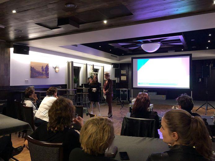 In zaal Kleijngeld in Zijtaart kwamen zestien belangstellenden samen om te kijken naar de film van Lidija Zelovic. De ontmoeting met de documentairemaakster was bijzonder.