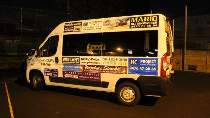 Lokale middenstanders kopen eerste burgerbus