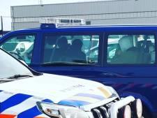Iraans gezin met kinderen verstopt in nieuwe auto's op autotrailer in Vlissingen