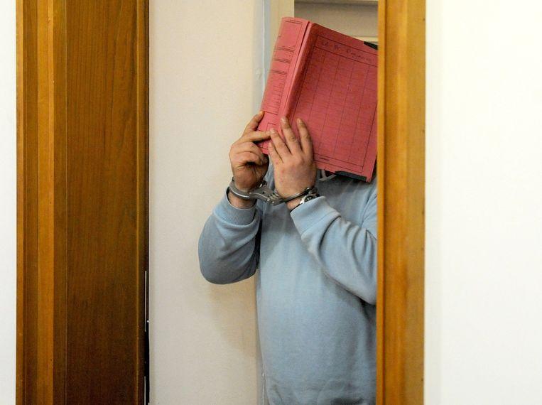 Niels H. betreedt de rechtszaal