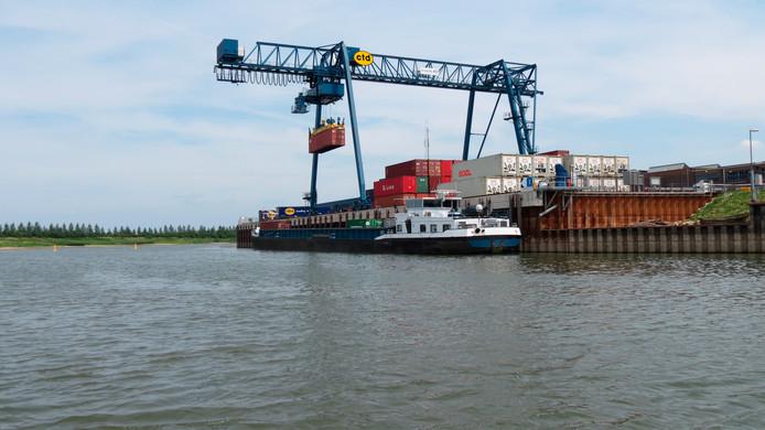 Vanuit Container Terminal Doesburg worden vanaf deze week dagelijks containers naar Rotterdam vervoerd. Over water. Rotra heeft een tweede schip in gebruik genomen.
