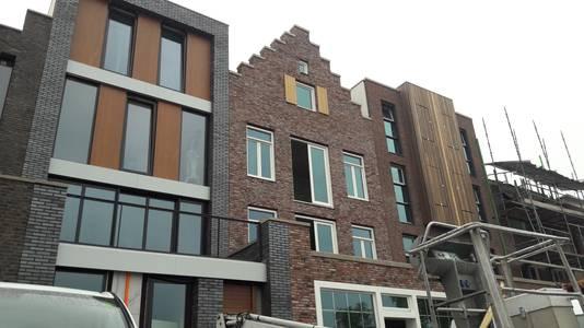 Ook aan de kade wordt flink gebouwd, daar verrijzen de zelfbouwvilla's.