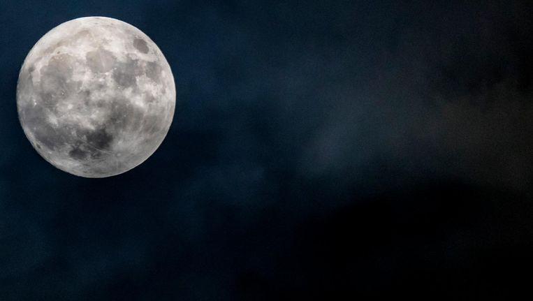 Volgens astronaut Charlie Duke, van Apollo 16, ruikt de maan heel sterk als gun powder'. Beeld anp
