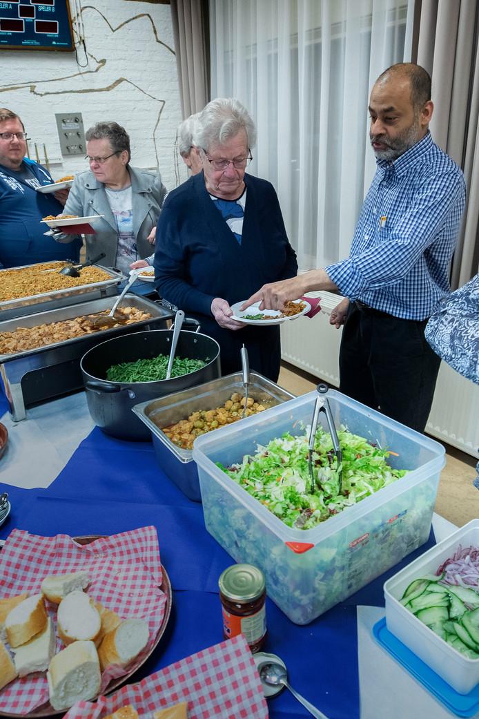 Ieder jaar opent de Ahmadiyya Moslim Gemeenschap EIndhoven het nieuwe jaar met een nieuwjaarsreceptie met diner in wijkcentrum de Werf.