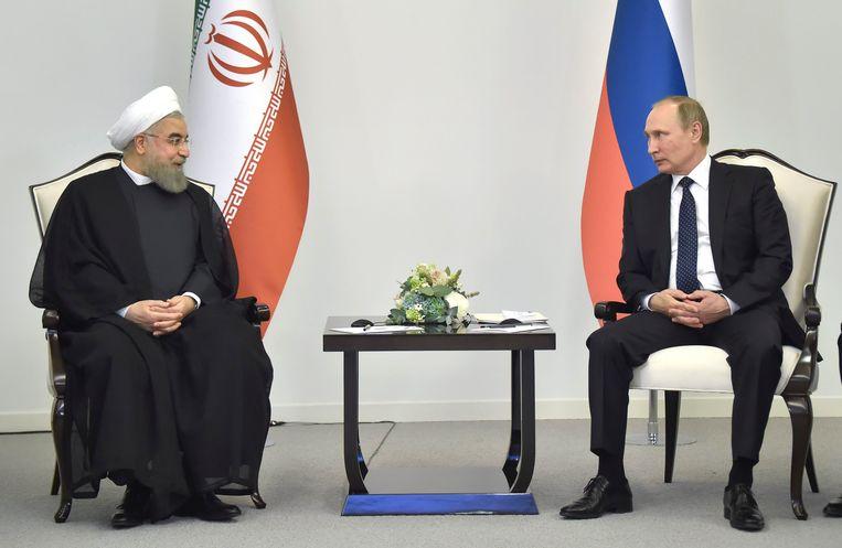 De Russische president Vladimir Poetin met zijn Iraanse ambtgenoot Hassan Rohani Beeld EPA